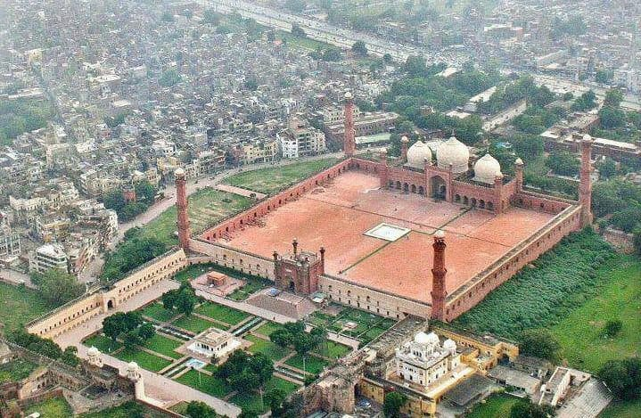 The Badshahi Masjid, Lahore, also commissioned by the great Mughal Sultan Aurangzeb and constructed between 1671 and 1673.