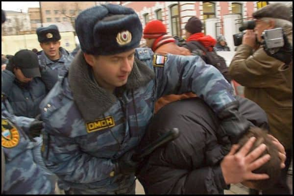 """17 youth in Tatarstan arrested for possessing """"HT books"""""""